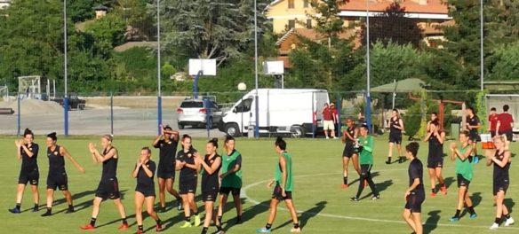 La squadra femminile della Roma in ritiro