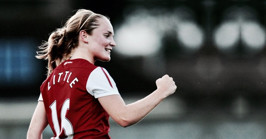La calciatrice Kim Little con la maglia dell'Arsenal